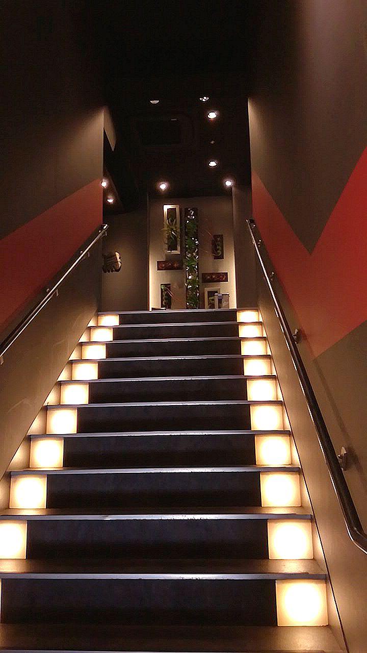 階段を登っていきます
